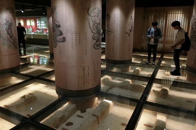 18042903museum